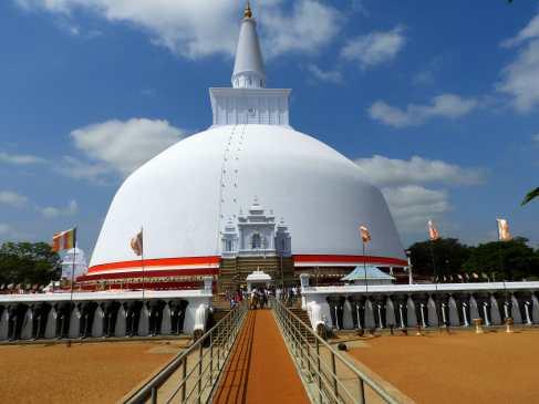 01-Sri-Lanka-Anuradhapura-Ruwanwelisseya
