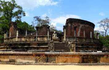 07-Sri-Lanka-Polonnaruwa-Vatadage