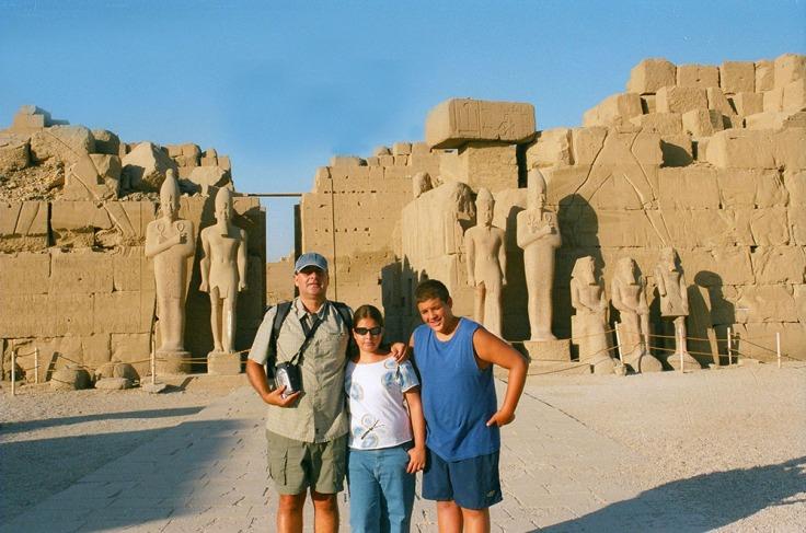 01-Egipto-Karnak-22-Estatuas-7ºPilono